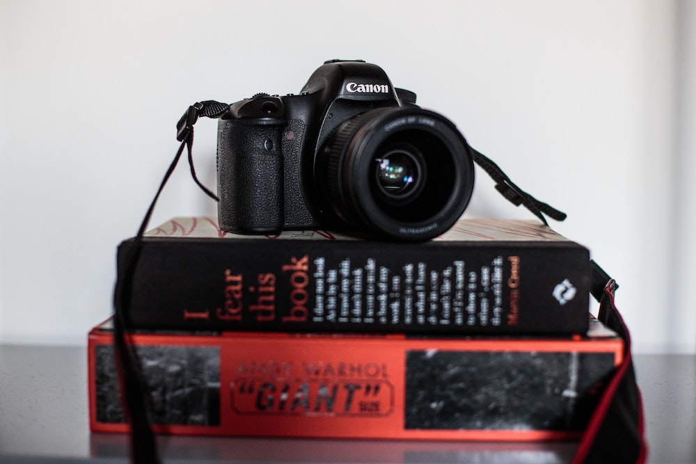 Film your performance for Instagram: DSLR and books